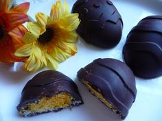 It's my vegan contribution to Easter - Coconut Creme Easter Eggs which are a scrumptious but easier version of creme eggs, made with a coconut ice type filling (which isn't really a. Vegan Candies, Vegan Treats, Vegan Desserts, Healthier Desserts, Vegan Recipes, Chocolate Treats, Vegan Chocolate, Yellow Food Coloring, Golden Syrup