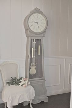SWEDISH CLOCK LOVE Inspired and romantic living, entertaining, traveling and decorating in a French Country Cottage in the California count. French Country Cottage, French Country Decorating, Cottage Farmhouse, Repurposed Grandfather Clock, Furniture Makeover, Diy Furniture, Furniture Refinishing, Unique Furniture, Clock Antique