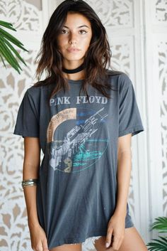 """One of a kind vintage Bob Marley Tee. Lightly distressed, super soft. Model is 5'7 Wait 25"""" One Size"""