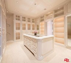 dream closets This grand French Chateau style mega mansion is located at 40 Beverly Park Circle in the prestigious guard-gated Beverly Park community in Beverly Hills, CA and is situated Walk In Closet Design, Bedroom Closet Design, Closet Designs, Dressing Room Closet, Dressing Room Design, Dream Closets, Dream Rooms, Living Haus, Mansion Bedroom