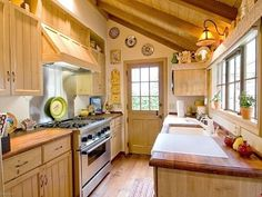 Smart ue of narrow space in small cottage kitchen