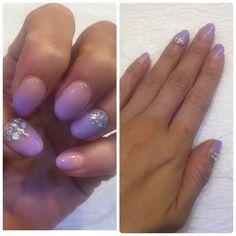 2016年紫陽花ネイル  ライラックカラーをグラデーション。 薬指だけアクアネイル。 大小混ぜてオーロラと白のストーン。