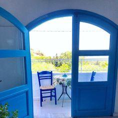 Waking up like this 🇬🇷#greece #appartment #holidaytime #beach #view #meer #ferien #vacation #blue #white #griechenland #inselleben #traveller #travelphotography #backpacking #roadtrip #architecturephotography #style #greekgoddess #greekislands