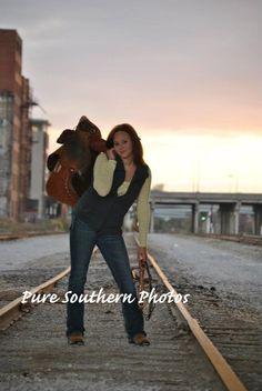 senior pictures, girl city senior picture, senior potraits, western senior pictures, western senior photo ideas, country photography, country, horses , photo ideas, www.puresouthernphotos.com