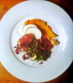 Filets de rouget son jambon Iberico orties et légumes de saison
