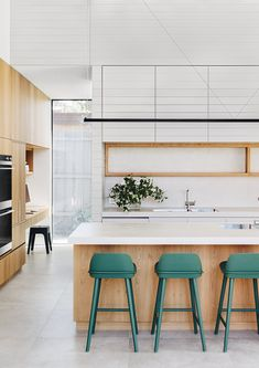Modern Kitchen Design Houzz predicted biggest home trends. Scroll through, and see what homes will look like next year. - Houzz predicted biggest home trends. Scroll through, and see what homes will look like next year. Luxury Kitchen Design, Contemporary Kitchen Design, Best Kitchen Designs, Luxury Kitchens, Interior Design Kitchen, Cool Kitchens, Colorful Kitchens, White Kitchens, Tuscan Kitchens