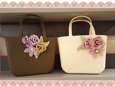 Creazioni di Maricrea: Le mie borse in gomma decorate con fiori di fommy Unique Purses, Bag Patterns To Sew, Fabric Bags, Vintage Purses, Fabric Jewelry, Ribbon Embroidery, Crochet Clothes, Leather Bag, Purses And Bags