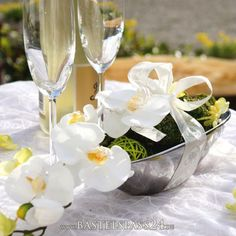 Tischdeko für Hochzeit mit Orchideen in silberne...