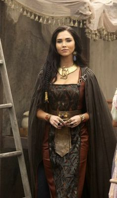 "Extremely salty about ancient dead Kings Jessica Green as Cleopatra in the Netflix Docudrama ""Roman Empire. Empire Style, Brunette Girl, Female Characters, Costume Design, Character Inspiration, Cleopatra, Illustration, Model, Fashion Design"