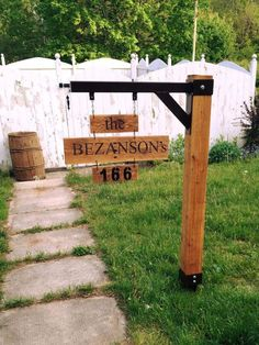 I like this one because of the mix between timber and iron. Pallet Sign Ideas for Garden - 45 Easiest DIY Projects with Wood Pallets, You Can Build - Page 4 of 5 - Easy Pallet Ideas Pallet Ideas Easy, Diy Pallet Projects, Easy Diy Projects, Woodworking Projects, Metal Projects, Project Ideas, Art Projects, Recycled Pallets, Wood Pallets