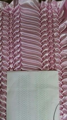 How To Do Canadian Smocking Matrix Desig - Diy Crafts - Marecipe Textile Manipulation, Fabric Manipulation Techniques, Textiles Techniques, Techniques Couture, Sewing Techniques, Smocking Tutorial, Smocking Patterns, Sewing Patterns, Fabric Crafts