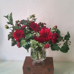 Romantic red bouquet with Dahlias and berries, by Gardenia Organic