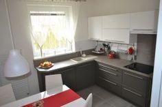 kuchyňa Elis vyhotovenie: láva, biela arctic vysoký lesk, biela dekor