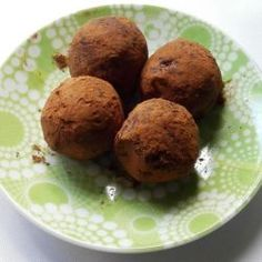 Vegan chocolate date balls