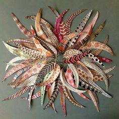 Gorgeous Autumn craft with painted leaves Feather Painting, Feather Art, Feather Stencil, Autumn Crafts, Nature Crafts, Deco Bobo, Painted Leaves, Hand Painted, Aboriginal Art For Kids