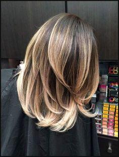 Du trägst mittellange Haare und hast Lust auf eine neue Frisur ... | Einfache Frisuren