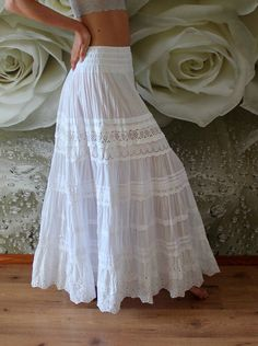 wedding skirt White tiered maxi skirt with lace.White tiered maxi skirt with lace. White Skirt Outfits, White Maxi Skirts, Maxi Skirt Outfits, Boho Skirts, Dress Skirt, Lace Skirt, The Dress, Maxi Dresses, Long Maxi Skirts