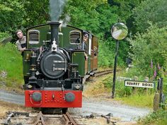 Talyllyn Railway 0-4-2T no. 7 'Tom Rolt' approaches with the 15.00 Tywyn to Nant Gwernol.