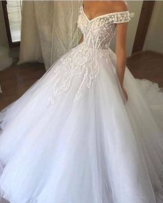 10 Gorgeous Wedding Dresses For Ladies Latest Women Gowns 2020 Wedding Dresses For Girls, Designer Wedding Dresses, Bridesmaid Dresses, Wedding Outfits, Custom Wedding Dress, Gorgeous Wedding Dress, African Wedding Attire, Wedding Gowns Online, Wedding Dress Accessories
