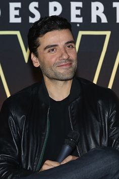Oscar Isaac at the Star Wars: The Force Awakens Mexico City premiere fan event at Cinemex Antara Polanco (December 8, 2015) / Photo by Victor Chavez
