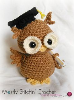 Newton the Graduation Owl CROCHET PATTERN PDF von MostlyStitchin