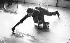 """@gabpirolo: ""@michaeljaco: Helen Frankenthaler painting New York City, 1969 Ernst Haas "" wua!"""