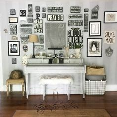 DIY Home Decor Ideas : Illustration Description Inspiration for your own gallery wall! -Read More – Inspiration Wand, Black And White Theme, Black White, Gallery Wall Layout, Dorm Walls, Easy Art Projects, Wall Spaces, Decoration, Diy Home Decor