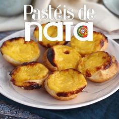 Go all the way to Portugal to have these sweets little egg tarts, flavored with lemon and cinnamon. - Recipe Dessert : Pasteis de nata, little portuguese egg. Egg Tarts Recipe Easy, Easy Tart Recipes, Sweet Recipes, Baking Recipes, Dessert Recipes, Flaky Egg Tart Recipe, Gourmet Desserts, Plated Desserts, Portuguese Custard Tart Recipe