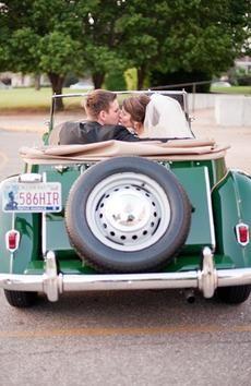 Wedding Photo: Classic Getaway Car // Photo by Ely Fair Photography.