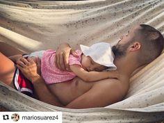 Mientras espera el momento de convertirse en papá de nuevo junto a Malena Costa, Mario Suárez aprovecha cada instante con su pequeña Matilda. 'Estos momentos no los cambio por nada en el mundo... #miprincesa #felicidad', escribe el futbolista junto a esta tierna imagen. ¡Puro amor! ❤️ #mariosuarez #malenacosta #futbolistas #matildasuarez