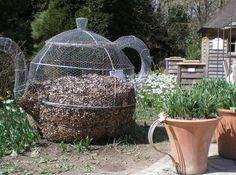 Your beginning guide to DIY compost bins for homesteading! This list has some traditional and unique compost bins for your consideration! Composting is a great way to get rid of trash right… Garden Compost, Garden Soil, Herb Garden, Garden Art, Diy Simple, Easy Garden, Edible Garden, Garden Projects, Garden Ideas
