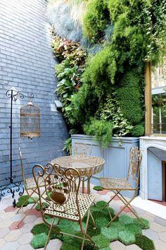 Pisos criativos (Foto: Filippo Bamberghi) Jardim vertical . Piso com grama . Telhado
