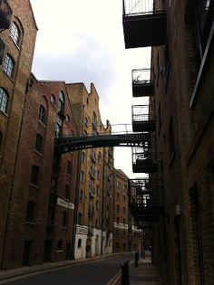 Urban Wandering: Bermondsey to Borough - Shad Thames, London #psychogeography