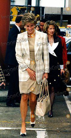 Princess Diana London | Princess Diana at London Heathrow Airport 06/14/1995 Photo: Dave ...