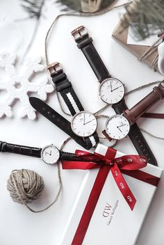 Only Deco Love: Daniel Wellington Christmas gift wrapping Watches Photography, Jewelry Photography, Christmas Gifts For Him, Christmas Gift Wrapping, Christmas Fashion, Christmas Jewelry, Daniel Wellington Watch Women, Fashion Still Life, Stylish Jewelry