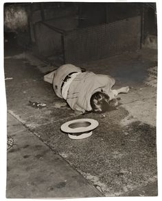 Weegee, [Body of Dominick Didato, Elizabeth Street, New York], August 7, 1936. © Weegee/International Center of Photography