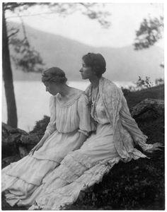 Two Women Under a Tree, Alice Boughton, 1906