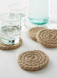 Rustic jute coasters Set of 4 - Trivets & Coasters - Sand Diy Home Decor Projects, Diy Home Crafts, Diy Home Decor Easy, Decor Ideas, Diy Para A Casa, Pottery Barn Inspired, Rope Crafts, Table Accessories, Diy Furniture
