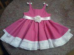 A moda dos anos 60 para as meninas do sec XXI  Adaptação de molde de vestido infantil que pode ser encontrado, entre outros lugares, em  http://moldesdicasmoda.com/vestido-de-crianca-16/