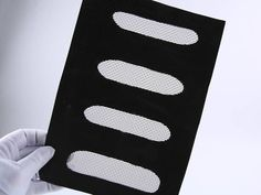 There is a rubber rimmed rectangle extruder screen.