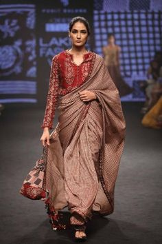 Punit Balana, Agami by Neha Agarwal - Lakme Fashion Week - SR 18 - 8 Saree Blouse Neck Designs, Saree Blouse Patterns, Lakme Fashion Week, India Fashion, Women's Fashion, Saree Fashion, Classic Fashion, Fashion Weeks, Indian Attire