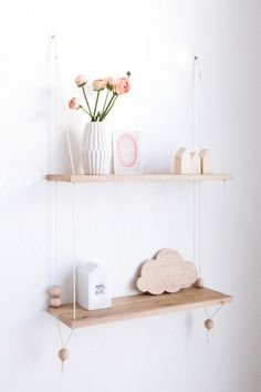 Mon best-of livres deco – Decoration ideas Cute Room Decor, Nursery Decor, Diy Hanging Shelves, Shelves In Bedroom, Entryway Shelf, Diy Décoration, Shop Interiors, Home And Deco, Girl Room