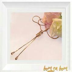 Altın ve pırlanta etkisinin dayanılmaz çekiciliği bu kolyede buluşuyor.  www.bomsabom.com