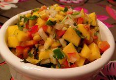 Frisk mangosalsa med mais, mynte og koriander Mango Salsa, Frisk, Fruit Salad, Mexican, Ethnic Recipes, Food, Cilantro, Fruit Salads, Eten