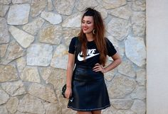 Mon premier Tee shirt Nike... | Adrianne Trends#fashionblog #marseille #nike #top #outfit #teeshirt #sport #jupe #cuir #sportswear #tenue #totalblack #black