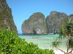 Islas Phi Phi Tailandia, The Beach movie.  http://www.satellite-sightseer.com/id/14634