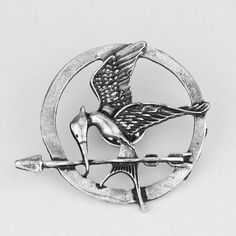 Get this The Hunger Games Mockingjay Pin Brooch and let the world know you're a Hunger Games fan! Make a gift for yourself or your friend, everyone will be happy to have it. Pendant size : 3.8cm INTER