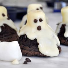 Cooking with Manuela: Halloween Ghost Brownies with Marshmallows and White Chocolate