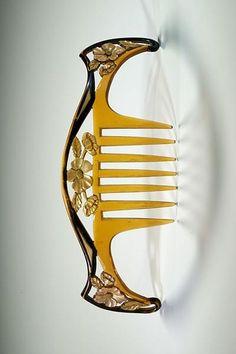 Art Nouveau hair comb