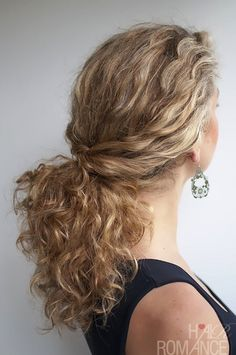 Hair Romance - Curly hair tutorial - Twisted Ponytail in curly hair Ponytail Hairstyles, Pretty Hairstyles, Curly Hair Ponytail, Simple Hairstyles, Curly Hair Tutorial, Ponytail Tutorial, Curly Hair Problems, Natural Hair Styles, Long Hair Styles
